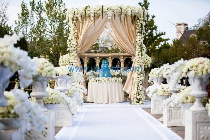 Wedding decor with fresh or artificial flowers